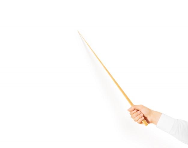Hand die houten klaslokaalwijzer geïsoleerd houden