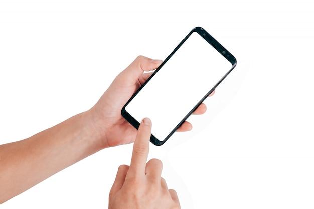Hand die mobiele telefoon houdt en het raken van het scherm op een witte achtergrond gebruikt