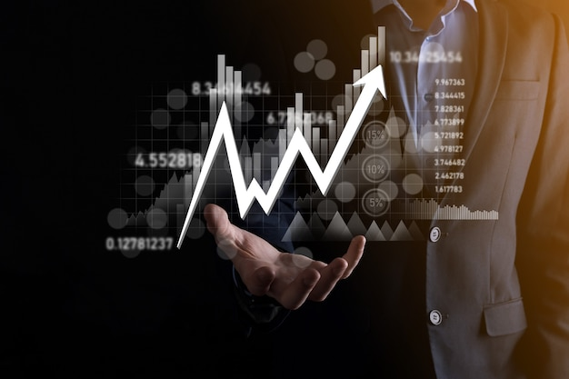 Hand houden verkoopgegevens en economische groei grafiek grafiek. bedrijfsplanning en strategie. analyseren van ruilhandel. financieel en bankieren. technologie digitale marketing. winst- en groeiplan.