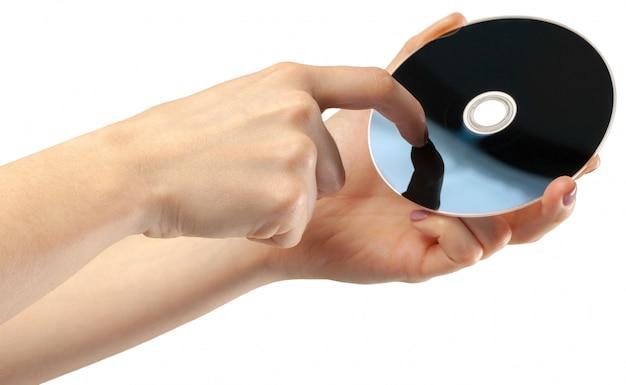 Hand houdt een cd geïsoleerd