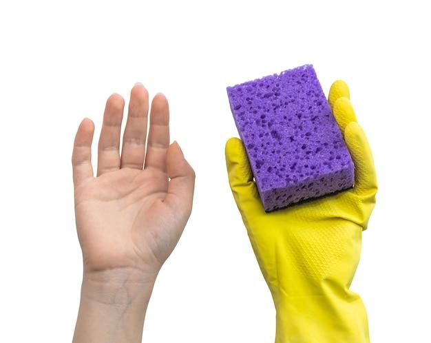 Hand in rubberen handschoen en hand zonder beschermend, veilig reinigingsconcept, isolaetd op een witte achtergrondfoto