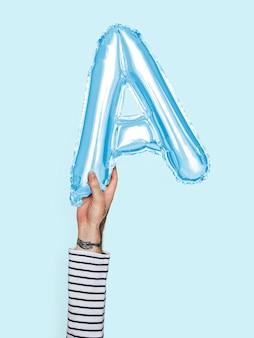 Hand met ballon letter a