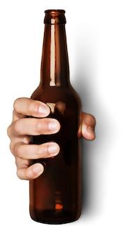 Hand met bierfles zonder etiket geïsoleerd op een witte achtergrond