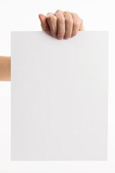 Hand met blanco papier