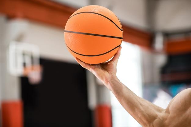 Hand met een bal. close-up foto van een mans hand met een bal