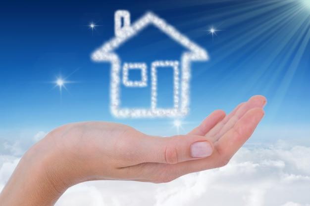 Hand met een huis gemaakt van cloud