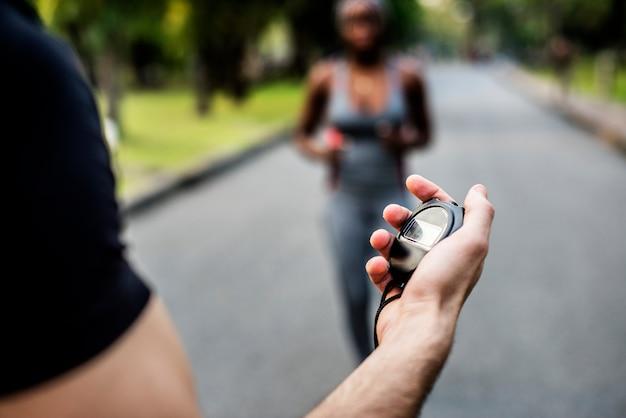 Hand met een stopwatch