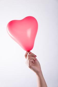 Hand met hartballon