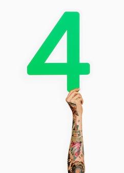 Hand met het nummer 4
