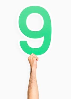 Hand met het nummer 9