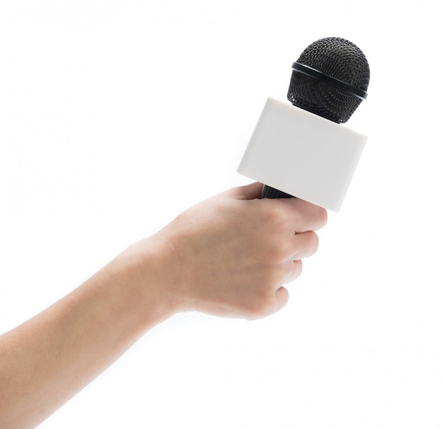 Hand met microfoon voor interview