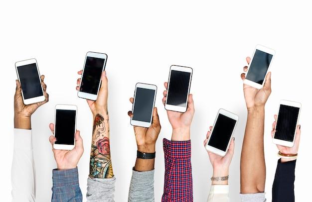 Hand met mobiele telefoons geïsoleerd