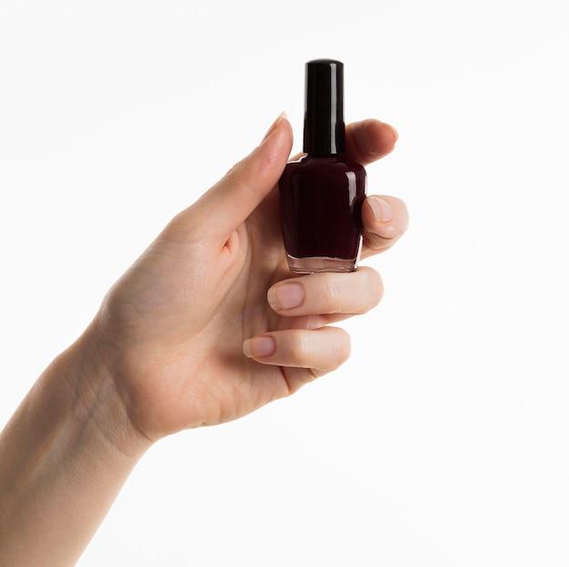 Hand met nagellak