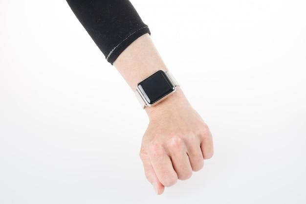 Hand met smartwatch