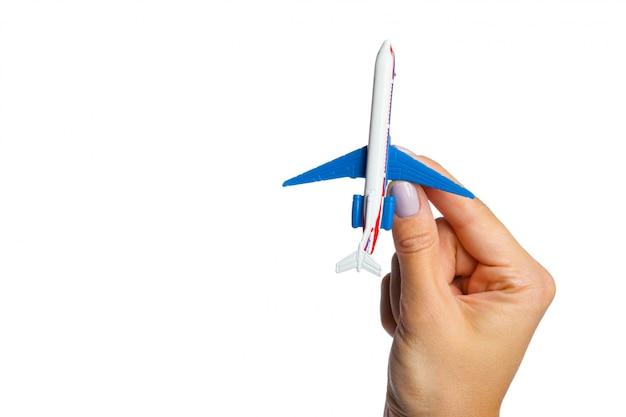 Hand met vliegtuig speelgoed model
