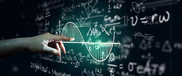 Hand op wetenschap formule en wiskundige vergelijking abstracte zwarte bord achtergrond. wiskunde of scheikunde onderwijs, kunstmatige intelligentie concept.