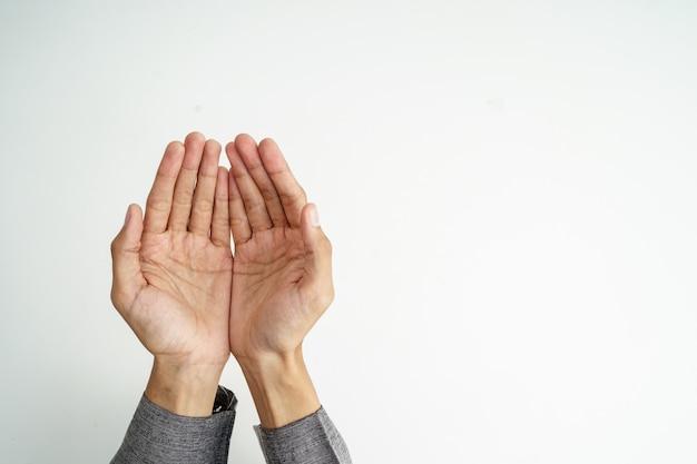 Hand open arm terwijl bid in de islamitische cultuur