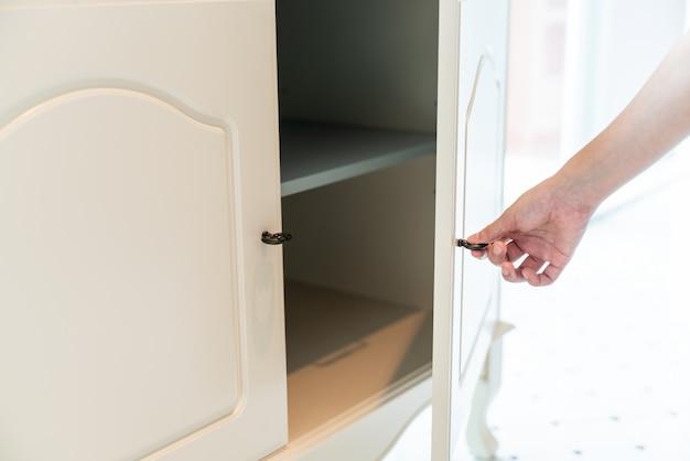 Hand open kast