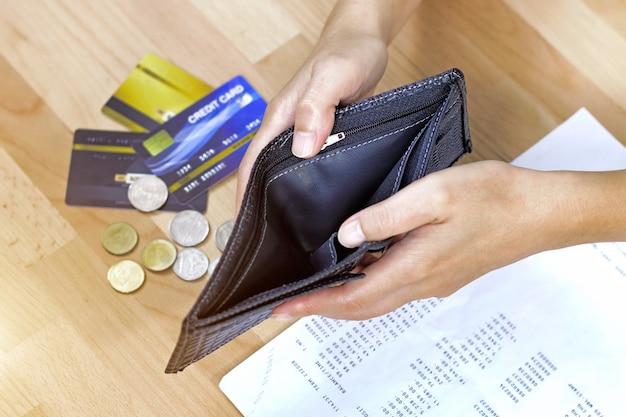 Hand open lege portemonnee