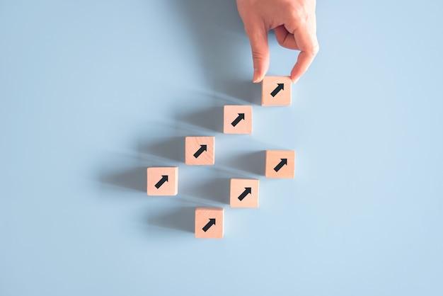 Hand schikken grafiek tot groeisucces