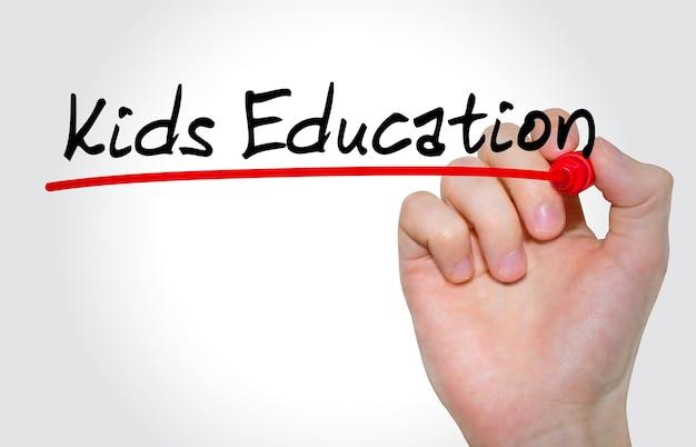 Hand schrijven inscriptie kids education met marker, concept