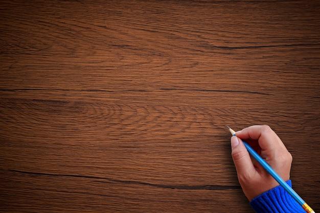 Hand schrijven op houten