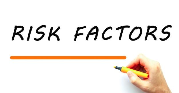 Hand schrijven risicofactoren met marker