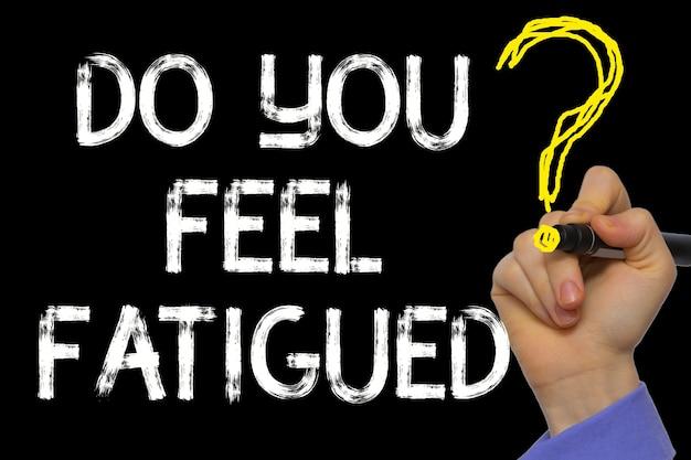 Hand schrijven van de tekst: voel je je vermoeid?