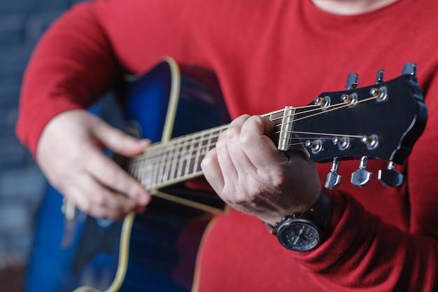 Hand spelen folk gitaar actie ontwerp
