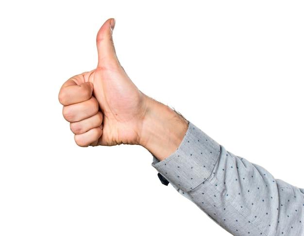 Hand van de man met duim omhoog