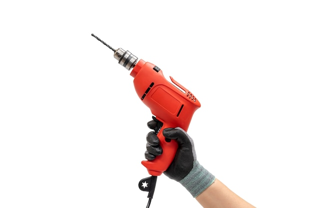 Hand van een gehandschoende man met een elektrische boor. geïsoleerde witte achtergrond.