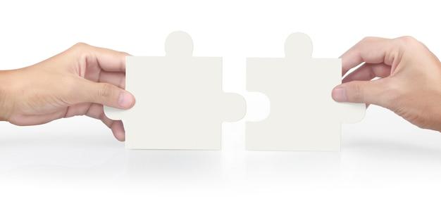 Hand van het aansluiten van de puzzel