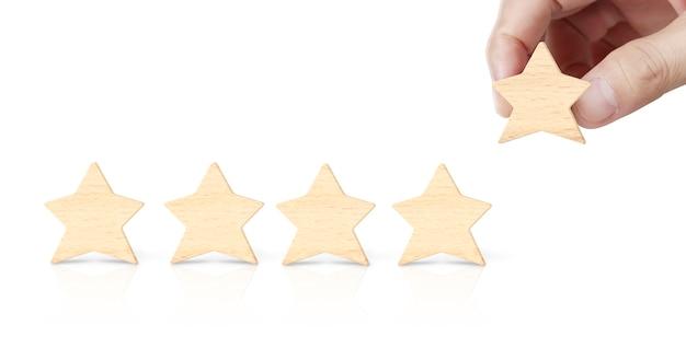 Hand van het zetten verhogen hout vijf sterren vorm