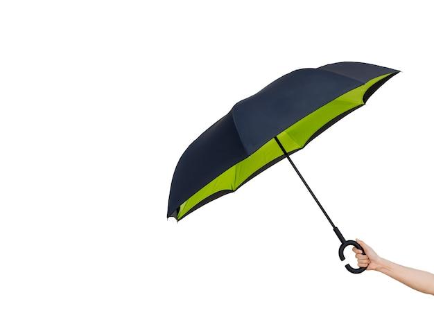 Hand van vrouw die een paraplu op witte achtergrond houdt. uitknippad