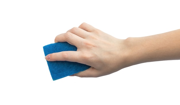 Hand zonder beschermende handschoen die wasspons gebruikt die op een witte foto als achtergrond wordt geïsoleerd
