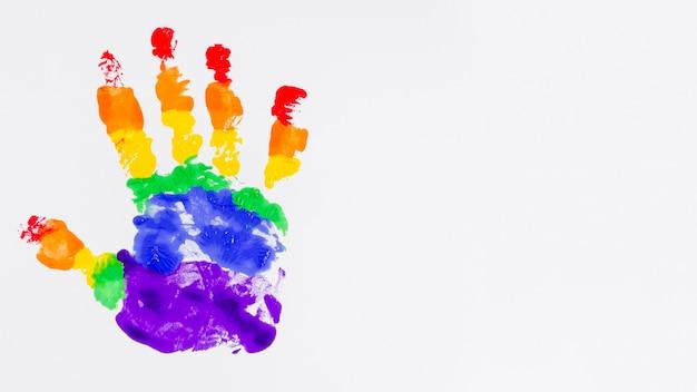 Handafdruk met de kleuren van de trotsvlag