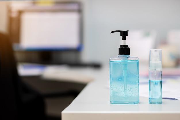Handalcohol gel en spray ontsmettingsmiddel dispenser, tegen nieuw coronavirus of corona virusziekte