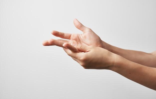 Handblessure kneden herstelbehandeling grijze geneeskunde.