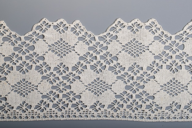 Handborduurwerk op linnen en katoenen stof, zelfgesponnen stof richelieu en mesh