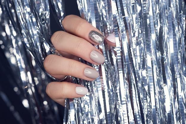 Handcosmetica nagels kleuren en verzorgen, professionele manicure en verzorging nagelproduct.