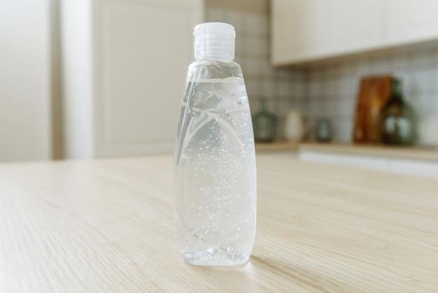 Handdesinfecterend alcohol gel wrijf schone handen hygiëne preventie van uitbraken van het coronavirus covid-19