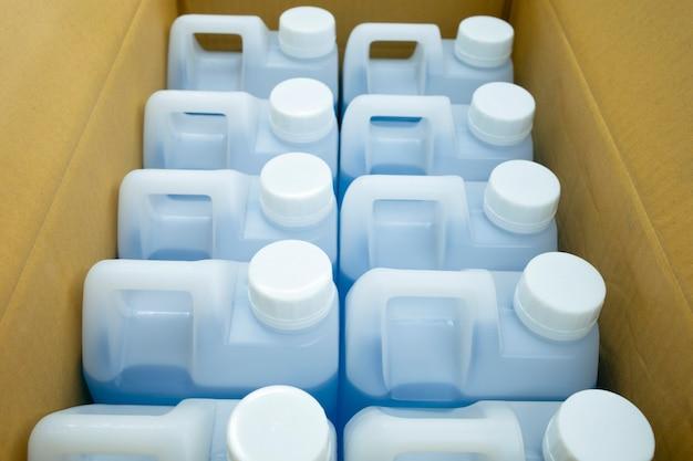 Handdesinfecterend middel container box levering zelf isoleren covid-19 uitbraak besmettelijke ziekte