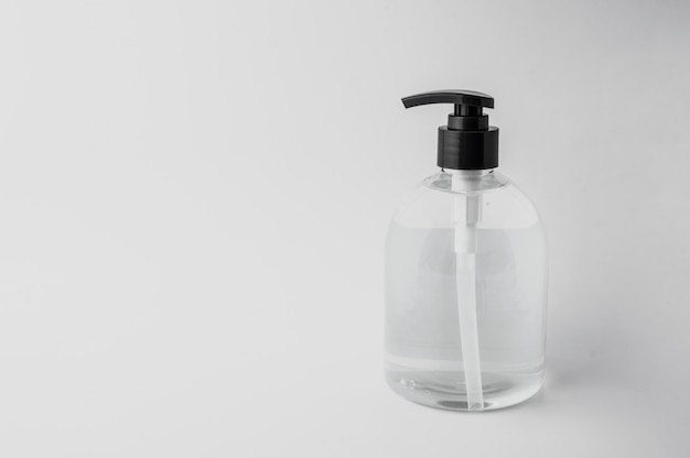 Handdesinfecterende gel voor bacteriële en viruspreventie om ziekteverwekkers en handhygiëne te voorkomen, bescherming tegen coronavirusverspreiding. voor medische chirurgie of reizen.