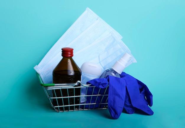 Handdesinfecterende gel voor handhygiëne en andere antibacteriële beschermingsmiddelen in de winkelwagen