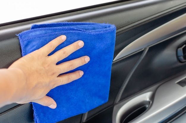 Handdoek in de autodeur