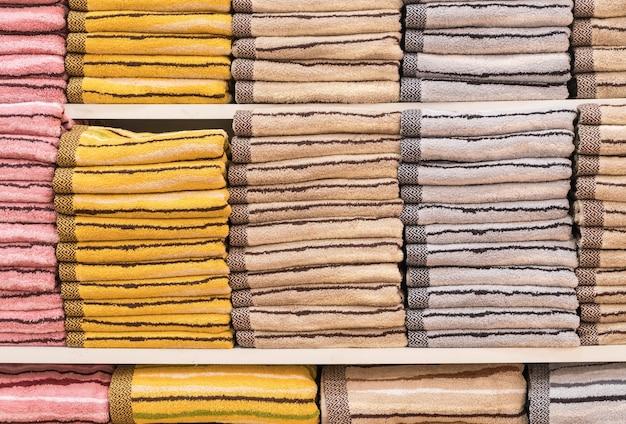 Handdoek stapel op plank