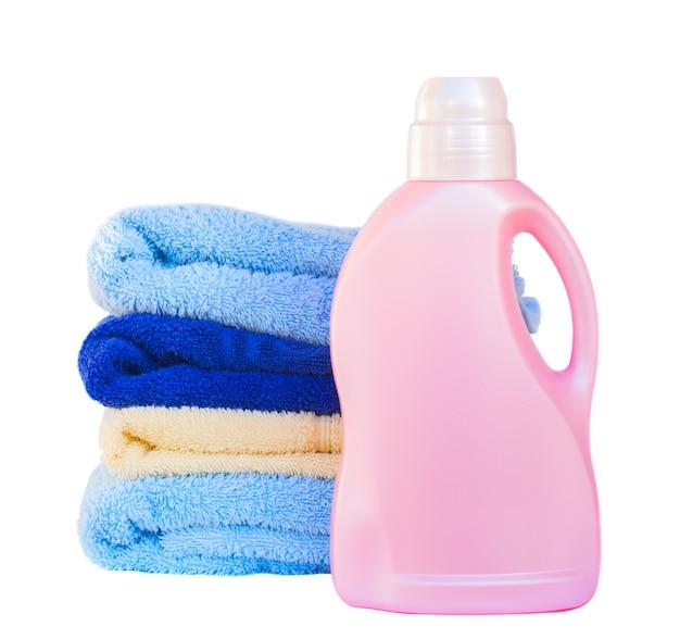 Handdoeken met afwasmiddel geïsoleerd