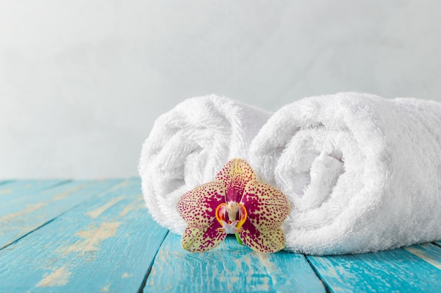 Handdoeken met orchideebloem