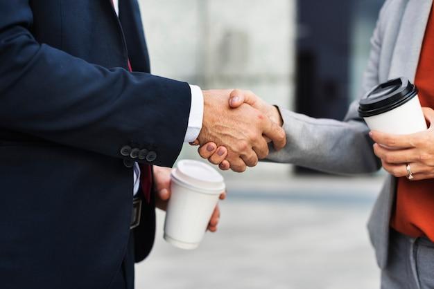 Handdruk corporate partnerschap office werknemer concept