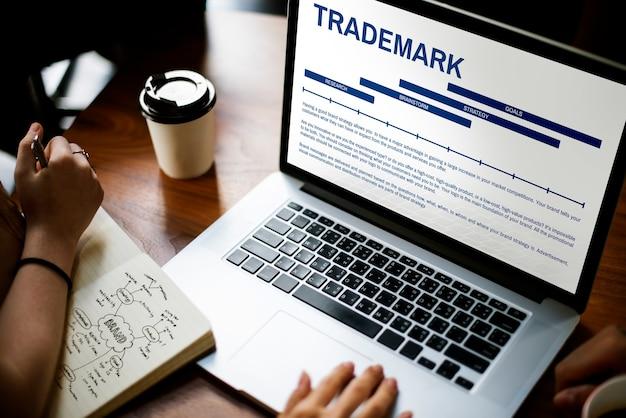 Handelsmerk op laptopscherm